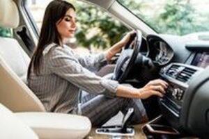 Тестер за акумулатори 4 - жена в кола